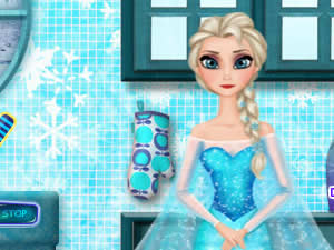 Elsa Wash Dishes